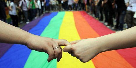 Orgoglio e pregiudizio – Un bagno di folla ad Alghero per una festa di civiltà