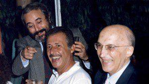Antonino Caponnetto, capo dell'Ufficio Istruzione di Palermo,  con i giudici Giovanni Falcone e Paolo Borsellino negli anni intensi dell'attivita' del pool antimafia in un'immagine del 1986. ANSA / ARCHIVIO FAMIGLIA BORSELLINO