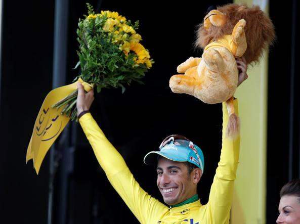 Fabio Aru è  maglia gialla