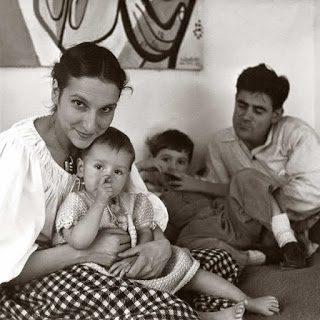 Nivola con la moglie Ruth Guggenheim e i figli