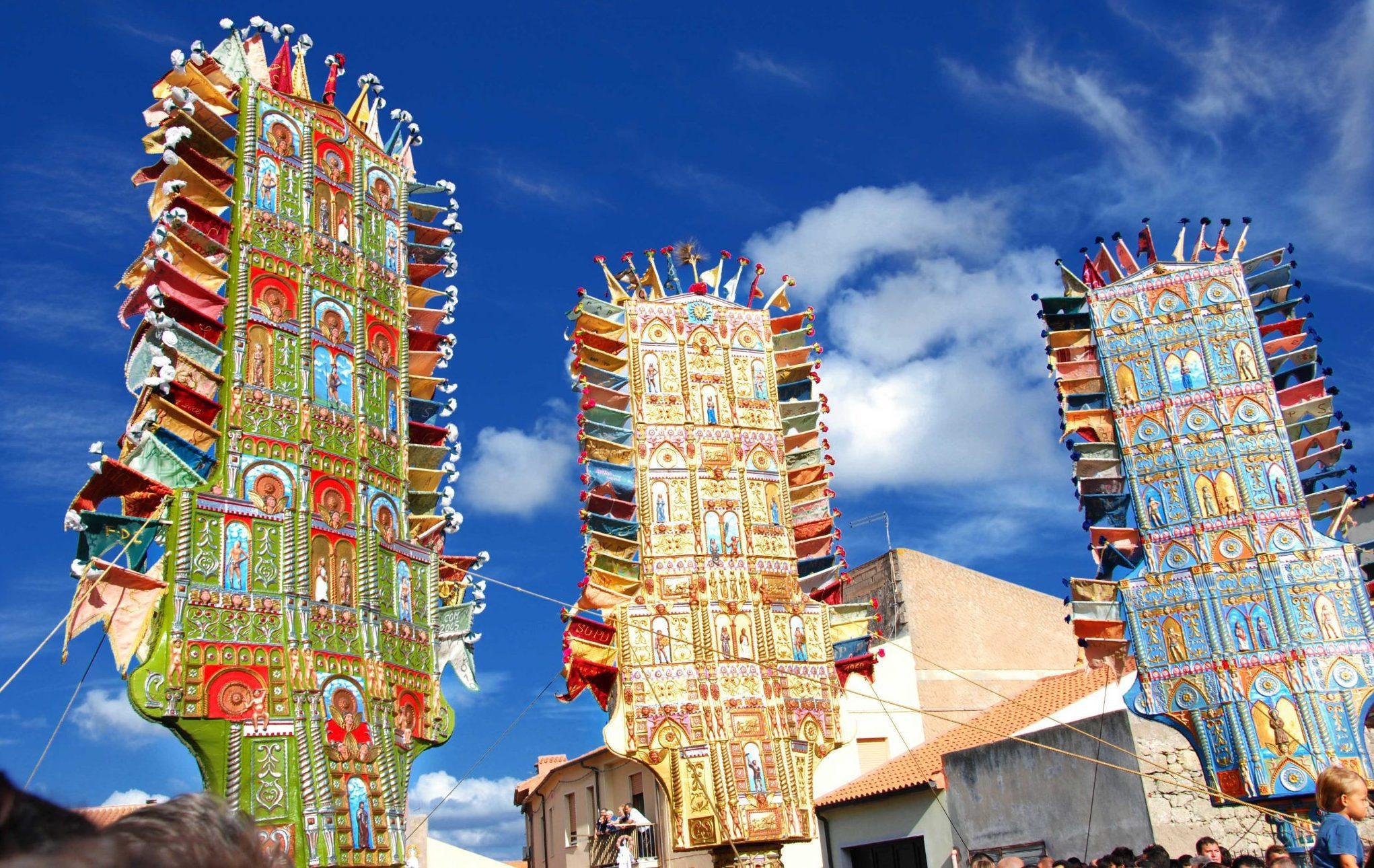 Devozione, tradizione e tanto spettacolo è l'Agosto di Nulvi, che si prepara all'Essìda de Sos Candhaleris