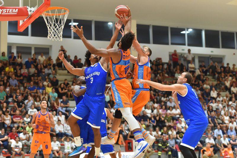 Sfida Dinamo Basket_ Brindisi