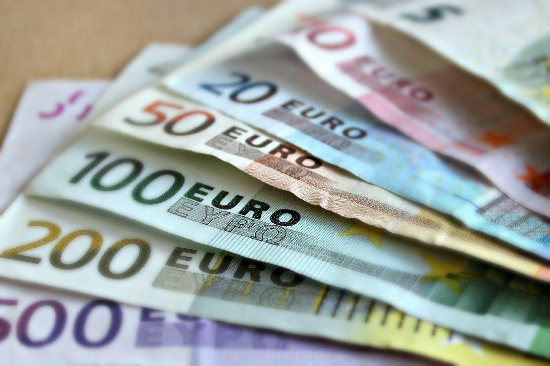 Coronavirus, pubblicato il bando per il bonus regionale da 800 euro
