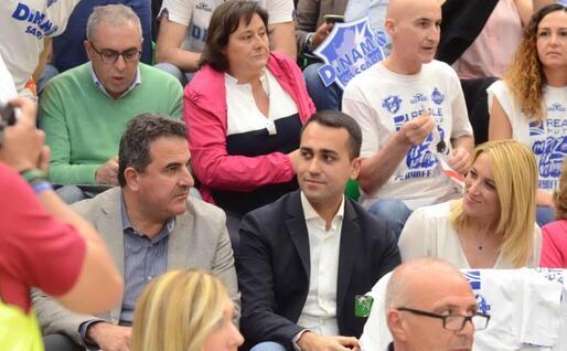 Il vice premier Di Maio con la fidanzata Virginia Saba (Foto l'Unione Sarda - Calvi)