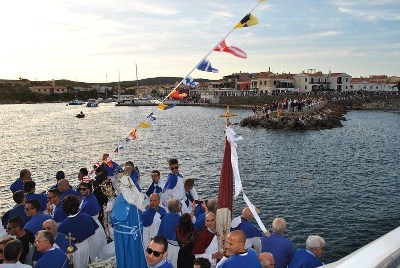 Processione a mare durante la festa patronale a Stintino