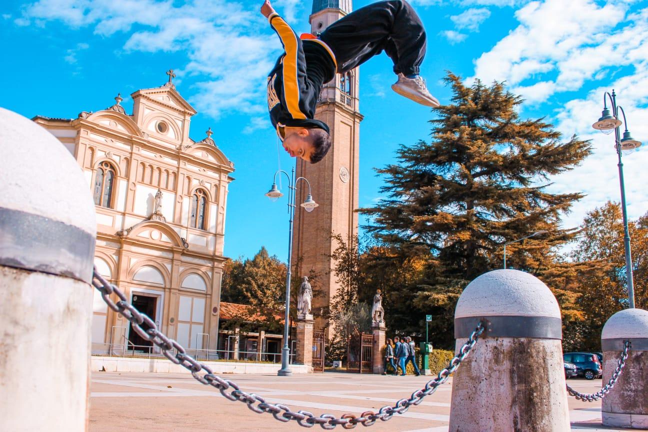 Nicola Serra: un salto per raccontare il mondo