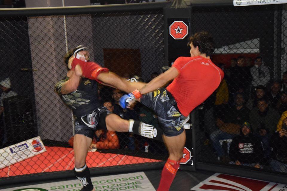 Un combattimento di MMA al FCC