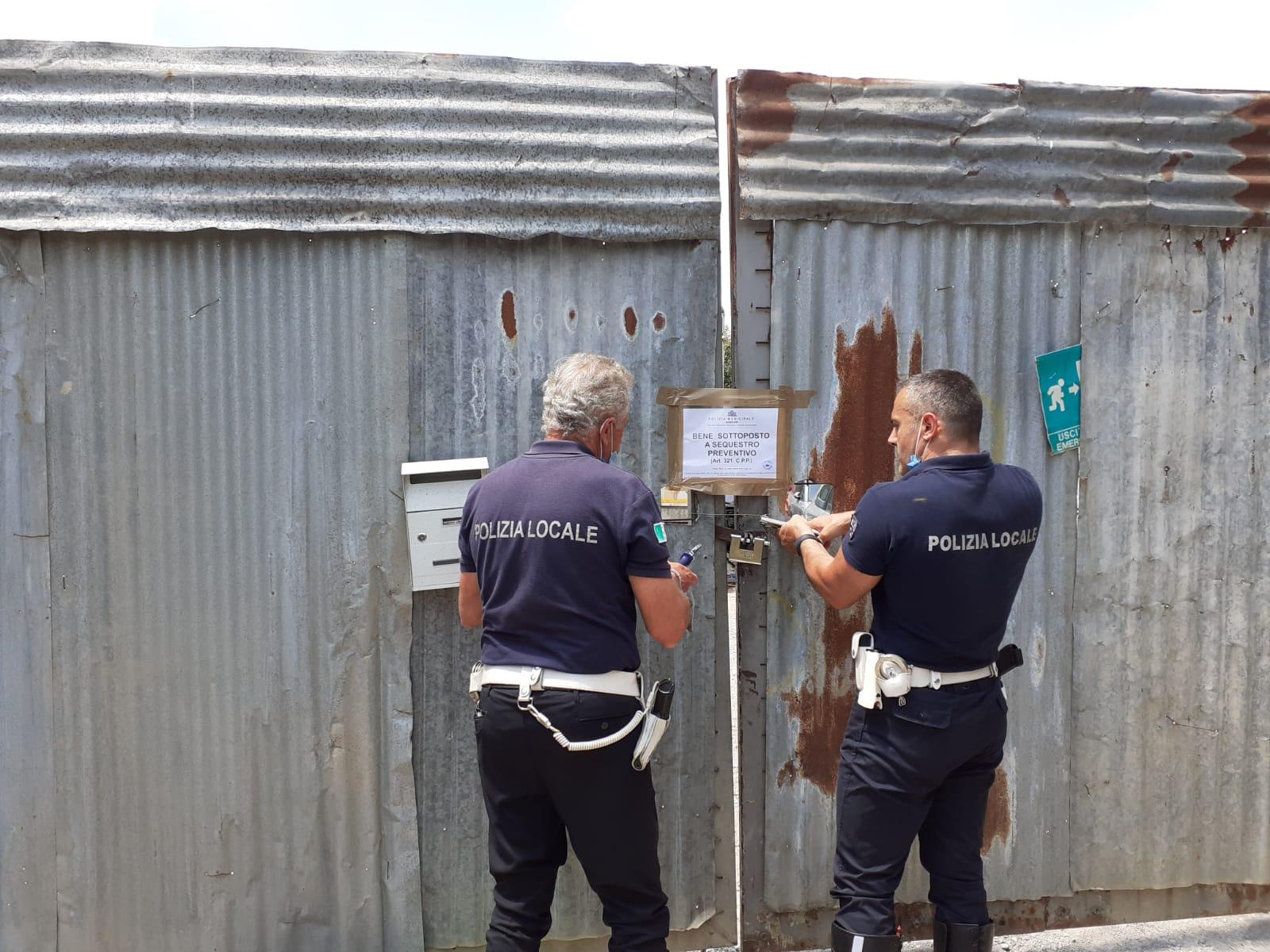 Officina abusiva e discarica: sequestrato terreno a Sassari