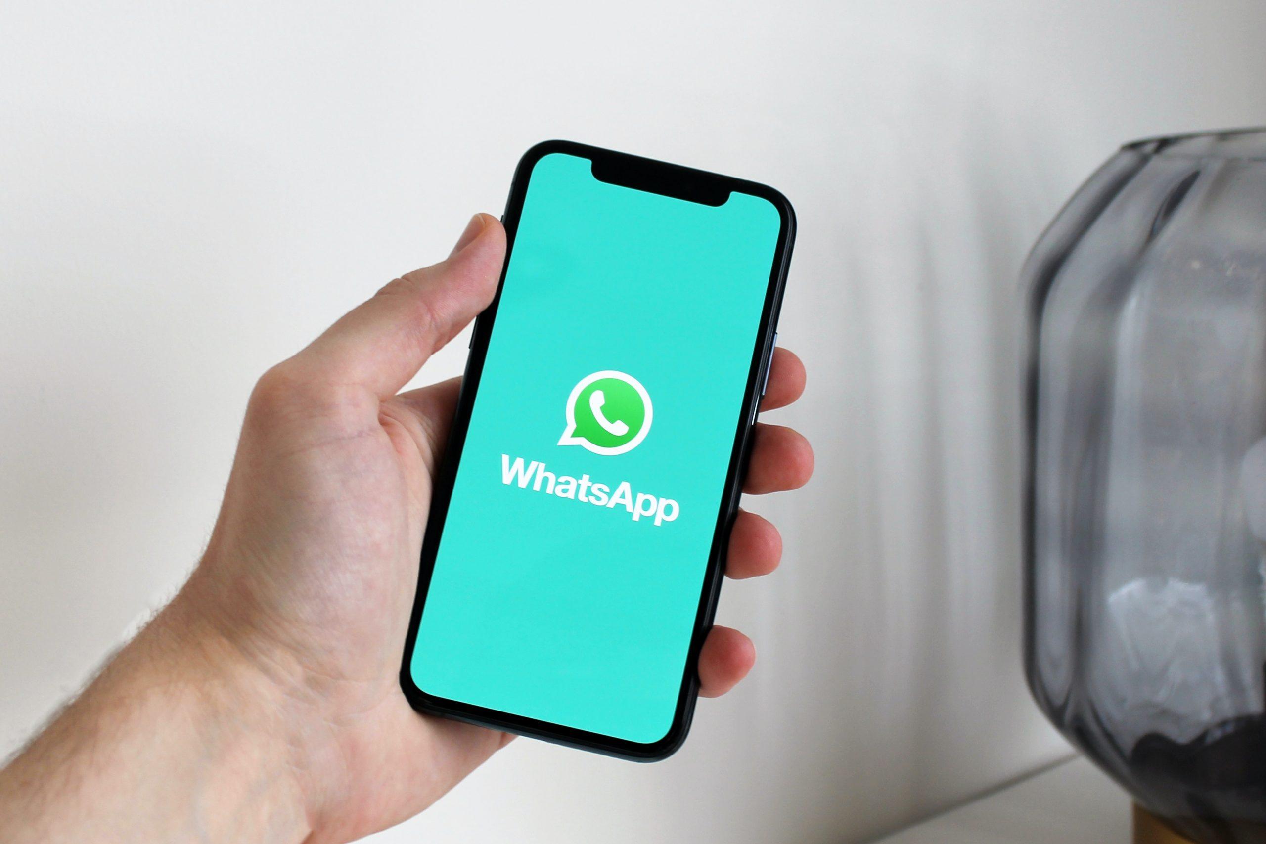 Nuovo regolamento WhatsApp, prendere o lasciare
