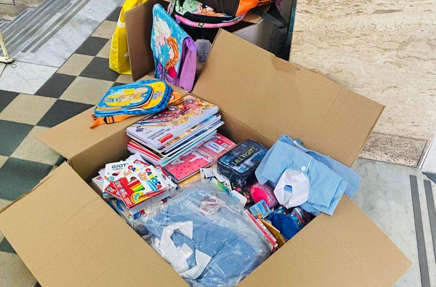 Sassari – La Polizia locale dona alla scuola zaini e quaderni