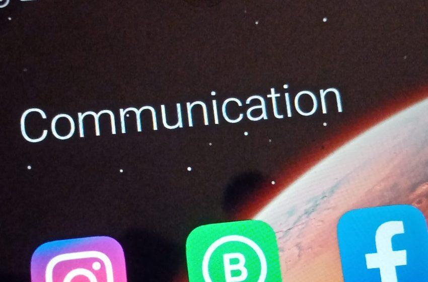 WhatsApp, Facebook e Instagram a gambe all'aria. Ecco cosa sta succedendo